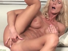 Fit blonde older with big titties fingers box