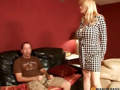 Fellow seduces her blowjob