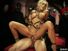 Extremely yummy fuck with bootylicious model and the thick knob