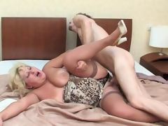 Outrageously hot mature chick playing numbers game before sheer fuck in bed