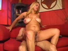 Curvy mature hottie is all about the fucking